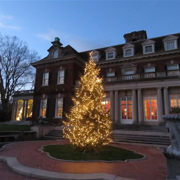 Westbury House: Long Island Christmas In New York